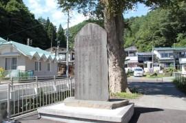 田老小学校裏の昭和三陸津波の記念碑