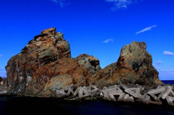 小袖海岸の柱状節理と海女