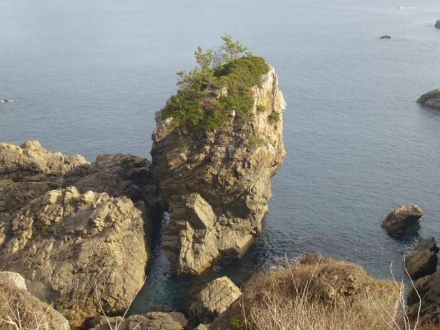 イタコマイマイ岩