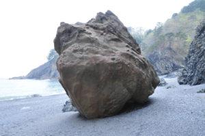 ハイぺ海岸津波石